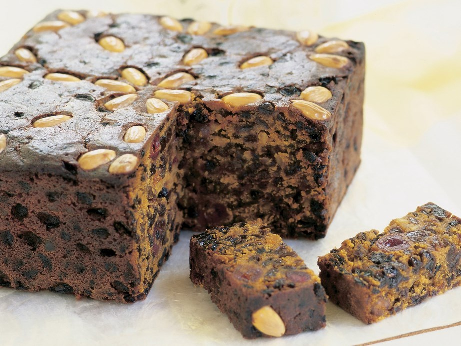 "**[Easy Christmas cake](https://www.womensweeklyfood.com.au/recipes/christmas-cake-15099|target=""_blank"")** This easy Christmas cake recipe is loaded with delicious traditional Christmas flavours of dried fruit and spices and is perfect for dessert."