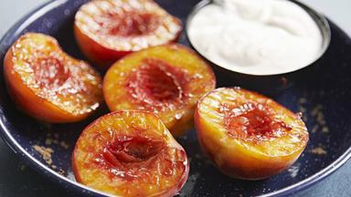 Caramelised peaches