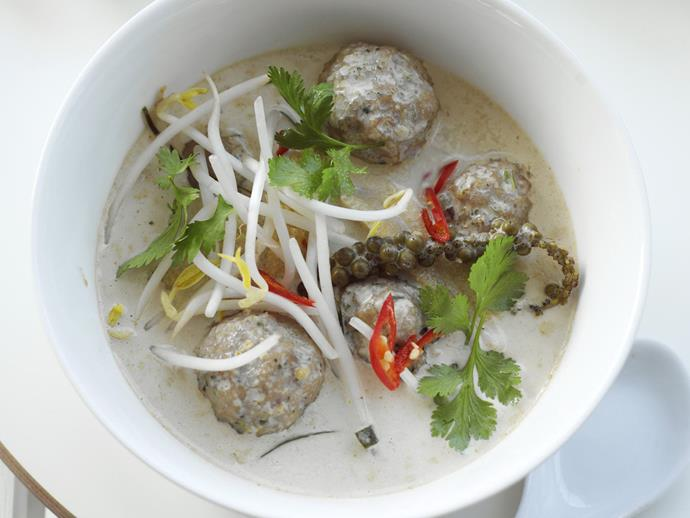 "**[Fish ball and green peppercorn red curry](https://www.womensweeklyfood.com.au/recipes/fish-ball-and-green-peppercorn-red-curry-9828|target=""_blank"")**"