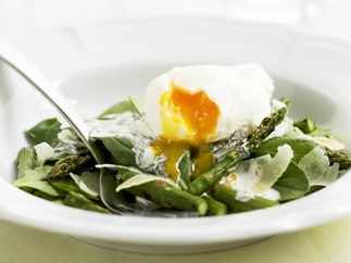 asparagus and spinach with poached egg and pecorino