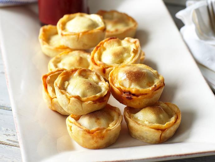 "**[Gluten-free mini meat pies](http://www.foodtolove.com.au/recipes/gluten-free-mini-meat-pies-24800|target=""_blank"")**: Meat pies are a must when preparing finger food platters and these bite-sized treats are gluten-free so everyone can enjoy them."