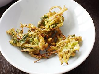 Onion and zucchini fritters