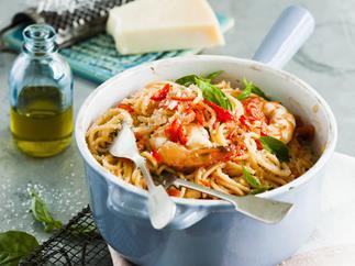 one pot chilli, tomato and garlic prawn spaghetti