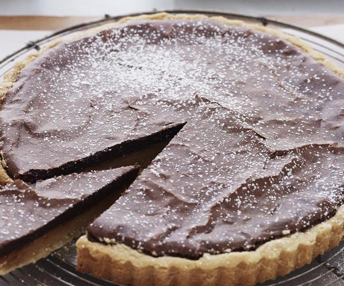 chocolate-brownie caramel tart