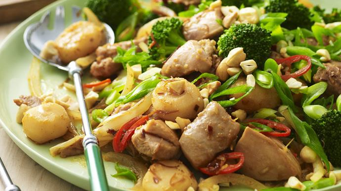 CASHEW CHICKEN WITH WATER CHESTNUTS AND BROCCOLI