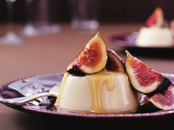 """Warmly spiced and drizzled with honey, this [clove panna cotta with fresh figs](https://www.womensweeklyfood.com.au/recipes/clove-panna-cotta-with-fresh-figs-13266