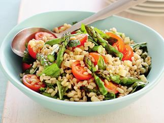 barley salad with grilled asparagus, tomatoes and parmesan