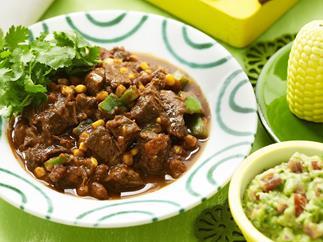 mild chilli con carne with guacamole