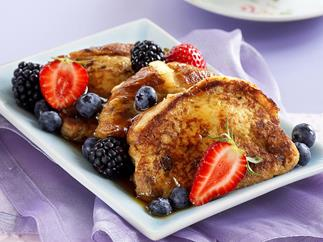FRUITY FRENCH TOAST WITH BERRIES