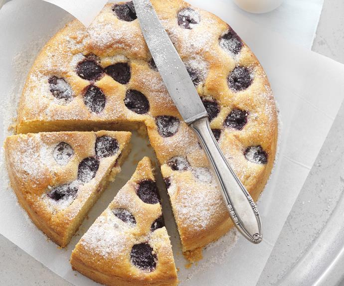 CHERRY     TEACAKE  with    Vanilla Sugar