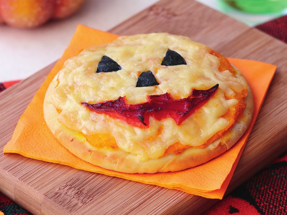 "**[Jack-o'-lantern pumpkin pizza](https://www.womensweeklyfood.com.au/recipes/jack-o-lantern-pumpkin-pizza-8061|target=""_blank"")** <br><br> Thrill the kids this Halloween with these spooky pumpkin pizzas with grinning jack-o'-lantern faces."