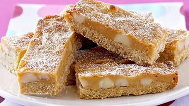Caramel macadamia bars