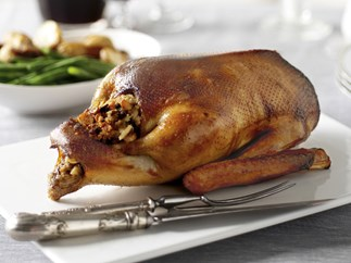 roast goose with fruit and nut seasoning
