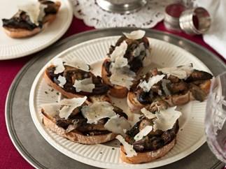 Mushrooms on bruschetta