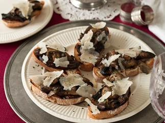 Mushrooms on bruschetta