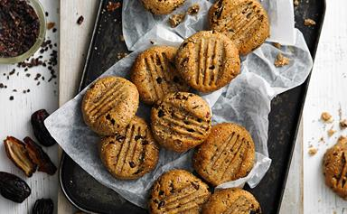 Sugar-free cacao and hazelnut cookies