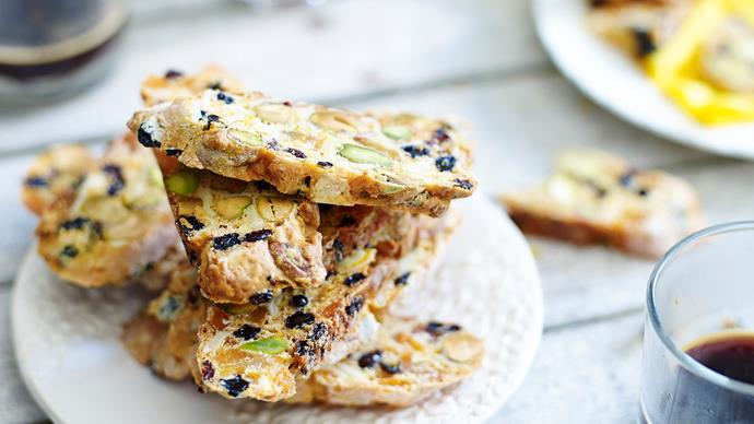 Sugar-free biscotti with dried fruit