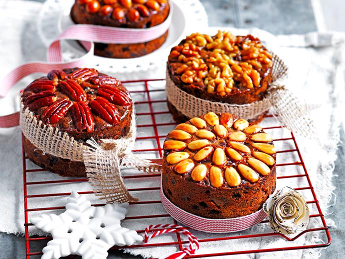 "**Gluten-free Christmas cakes** <br><br> This clever recipe uses ginger beer and rum to give these puddings delicious depth of flavour.  <br><br> [**Read the full recipe here**](https://www.womensweeklyfood.com.au/recipes/gluten-free-christmas-cakes-28539|target=""_blank"")"