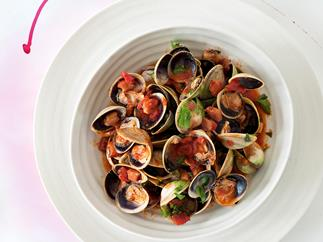 Clams with tomatoes, pancetta, paprika and sherry