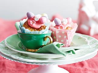 Chocolate surprise Easter buns