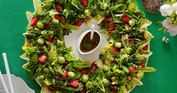 Christmas Salad.Christmas Wreath Salad