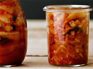 Kkakdugi (daikon kimchi)