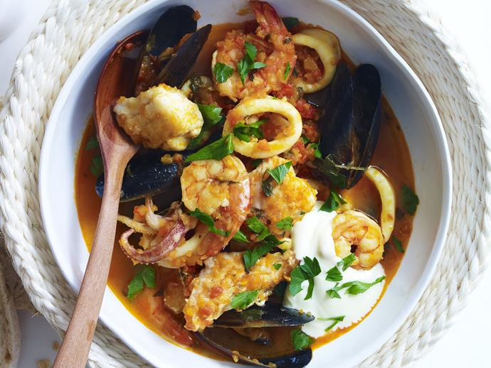 """Packed full of beautifully fresh seafood, this [hearty Spanish stew](https://www.womensweeklyfood.com.au/recipes/spanish-seafood-stew-with-aioli-28584
