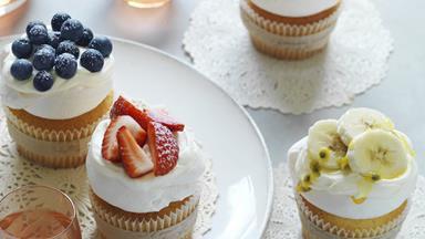 Lemon pavlova cupcakes