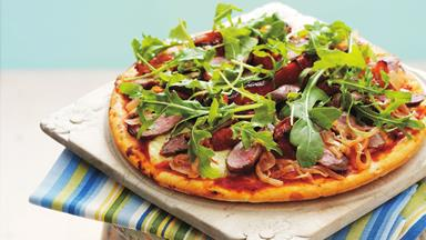 Caramelised onion, lamb and rocket pizza