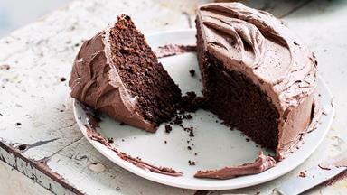 Icing a cake made easy