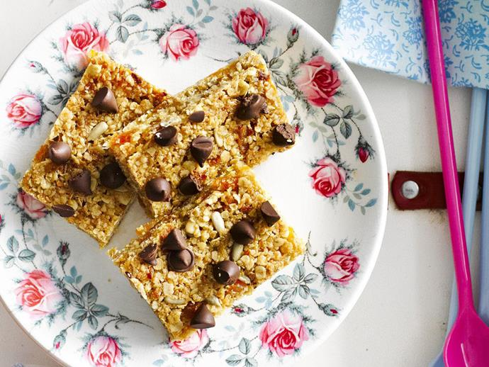 "**[Apricot choc-chip muesli bars](https://www.womensweeklyfood.com.au/recipes/apricot-choc-chip-muesli-bars-6716|target=""_blank"")**  Home made muesli bars are a great way to make sure that supposedly healthy treats actually are! Deliciously chewy, these muesli bars are nut free."