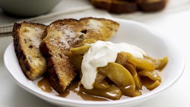 Cinnamon toast with caramelised apples