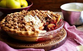 Apple blackberry crunch crumble pie