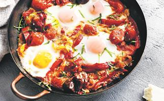 Baked eggs with capsicum and tomato