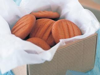 Golden cinnamon biscuits