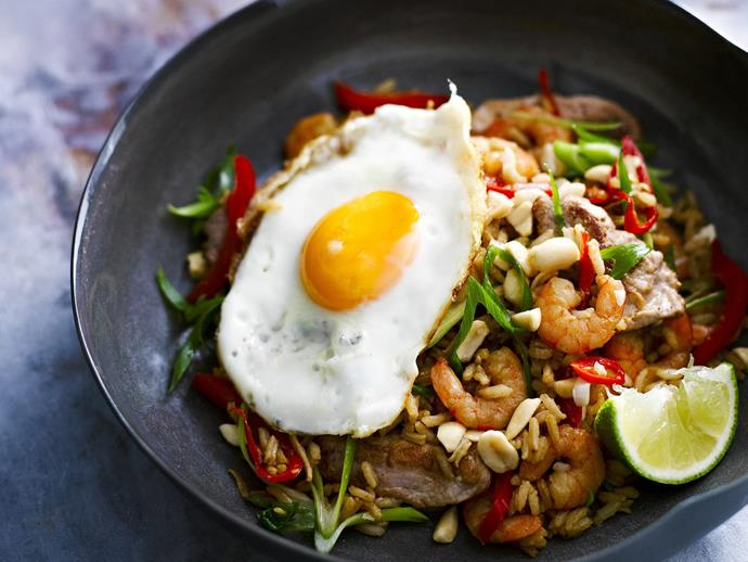 "**[Nasi goreng with chicken and shrimp](https://www.womensweeklyfood.com.au/recipes/nasi-goreng-27940|target=""_blank"")**  The easy way to a tasty dinner in half an hour."