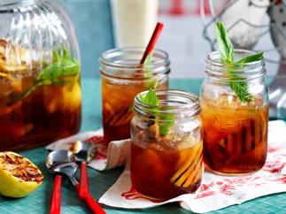 Peach and spiced rum iced tea