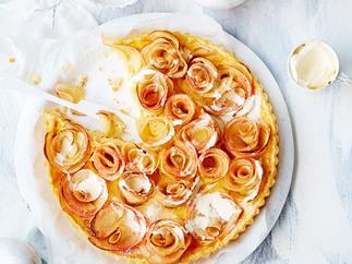 Apple and cardamom tart
