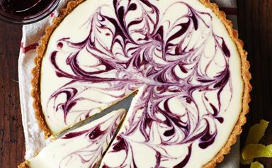 Berry coulis cheese tart
