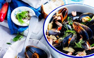 Bacon, cider and fennel mussels