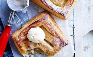 Apple and cinnamon hand pies