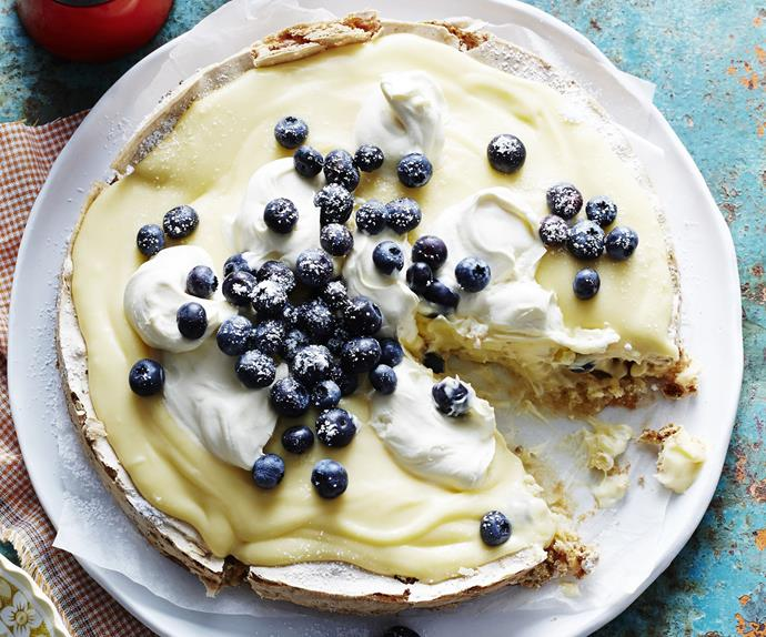 almond meringue& lemon curd cake