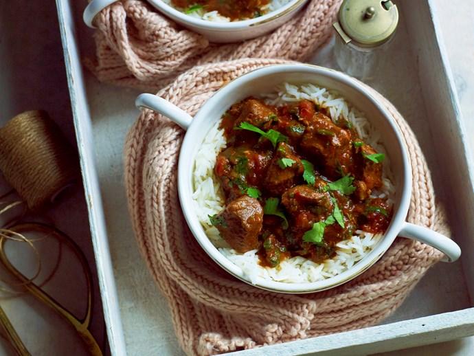 Pressure-cooker lamb in spicy tomato sauce