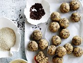 No−cook oatmeal balls