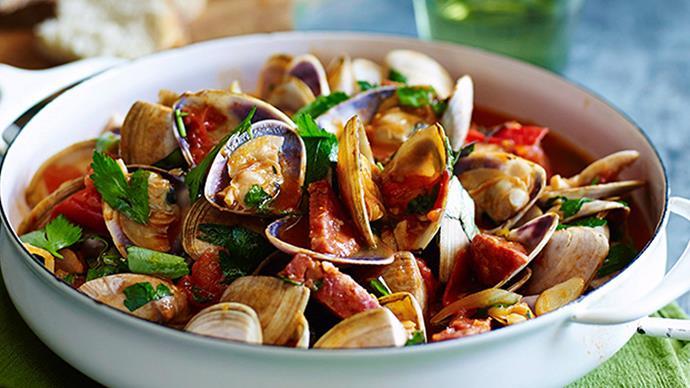 Clams with garlic, tomato & salami