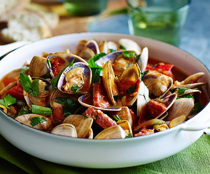 Clams with garlic, tomato & salami