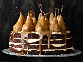 'Trio of sugars' cake with caramel pears