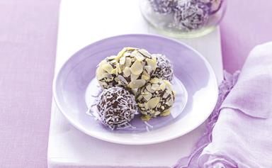 Chia and almond bliss balls