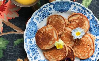 Buckwheat pikelets with honey-sweetened lemon curd