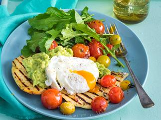 Flat breads with tomatoes and eggs